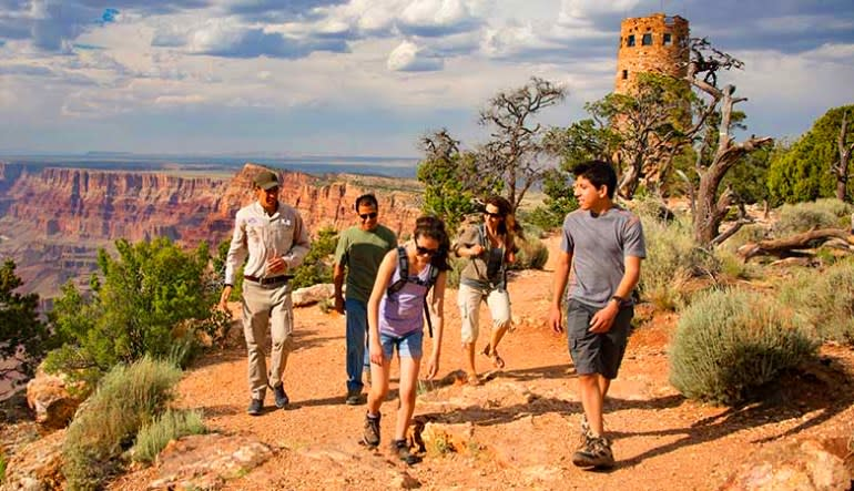 Luxury Coach Tour Sedona to the Grand Canyon Premier - 10 Hours