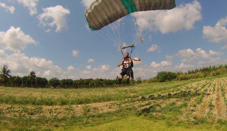 Skydiving Miami, Weekend - 10,000ft Jump Landing