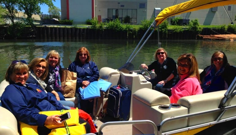 Private Chicago Boat Rental - 2 Hours (Up to 8 Passengers) Day Out