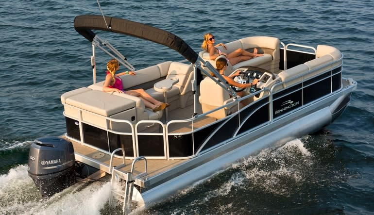 Private Chicago Boat Rental - 2 Hours (Up to 8 Passengers) Ladies