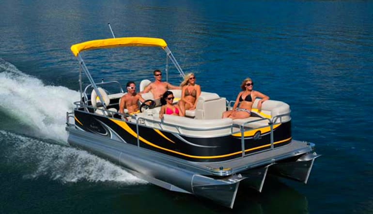 Private Chicago Boat Rental - 2 Hours (Up to 8 Passengers) Friends