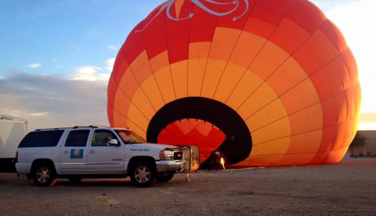 Private Hot Air Balloon Ride Las Vegas, Easy Access Basket - 1 Hour Flight  Getting Ready