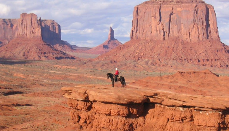 Scenic Monument Valley Air & Ground Tour from Phoenix Horseback