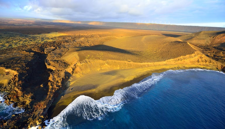 Helicopter Tour Big Island, Circle Island Experience - 2.5 Hours Beachside