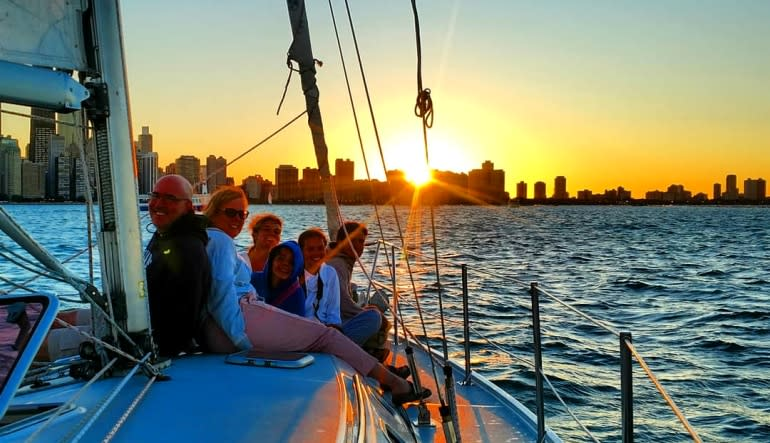 Chicago Sailing Private Charter Sunset - 2 Hours (WEEKEND)