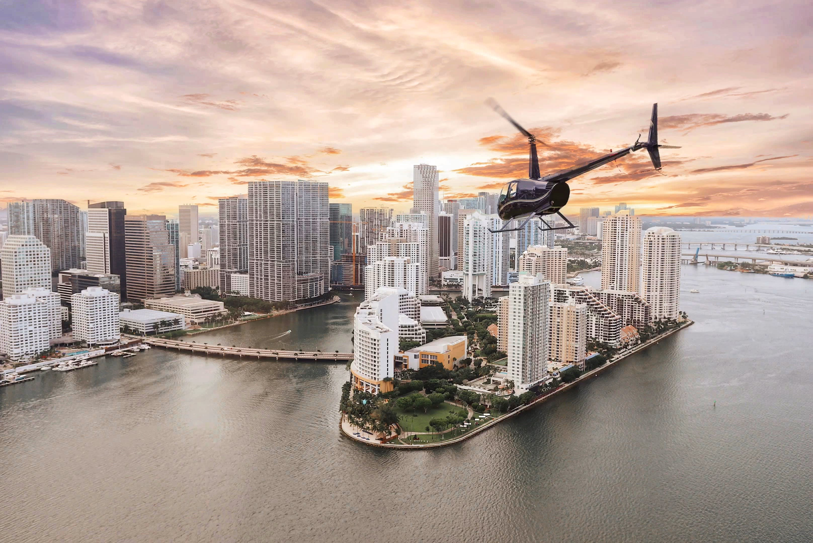 Private Helicopter Tour Miami, Sunset Flight - 30 Minutes