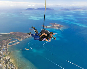 Skydiving Airlie Beach - UPGRADEABLE TO BEACH LANDING - Tandem Skydive 14,000ft