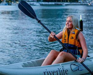 Guided 1.5hr Kayak Tour Of The Brisbane River (Night-time) PLUS BBQ or Prawns!