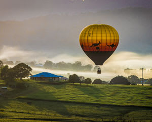 Hot Air Ballooning 1hr Flight With Full Breakfast - Brisbane Region