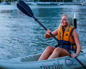 Guided 1.5hr Kayak Tour Of The Brisbane River (Night-time) PLUS BBQ or Prawns!