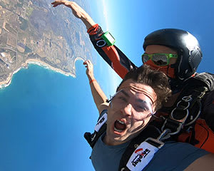 Skydiving Great Ocean Road (Torquay) - Tandem Skydive up to 14,000ft WEEKEND SPECIAL OFFER