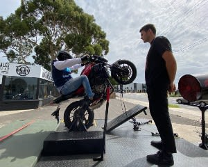 Learn to Wheelie a Motorcycle - Mordialloc, Melbourne