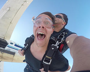 Tandem Skydive with Gold Video Package – 14,000ft – Hunter Valley