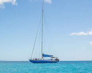 Whitsundays Sailing Tour with Snorkeling, Full Day - Departs Airlie Beach