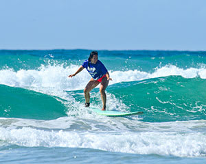 Beginner Group Surf Lesson, 2 Hours – Coolum, Sunshine Coast