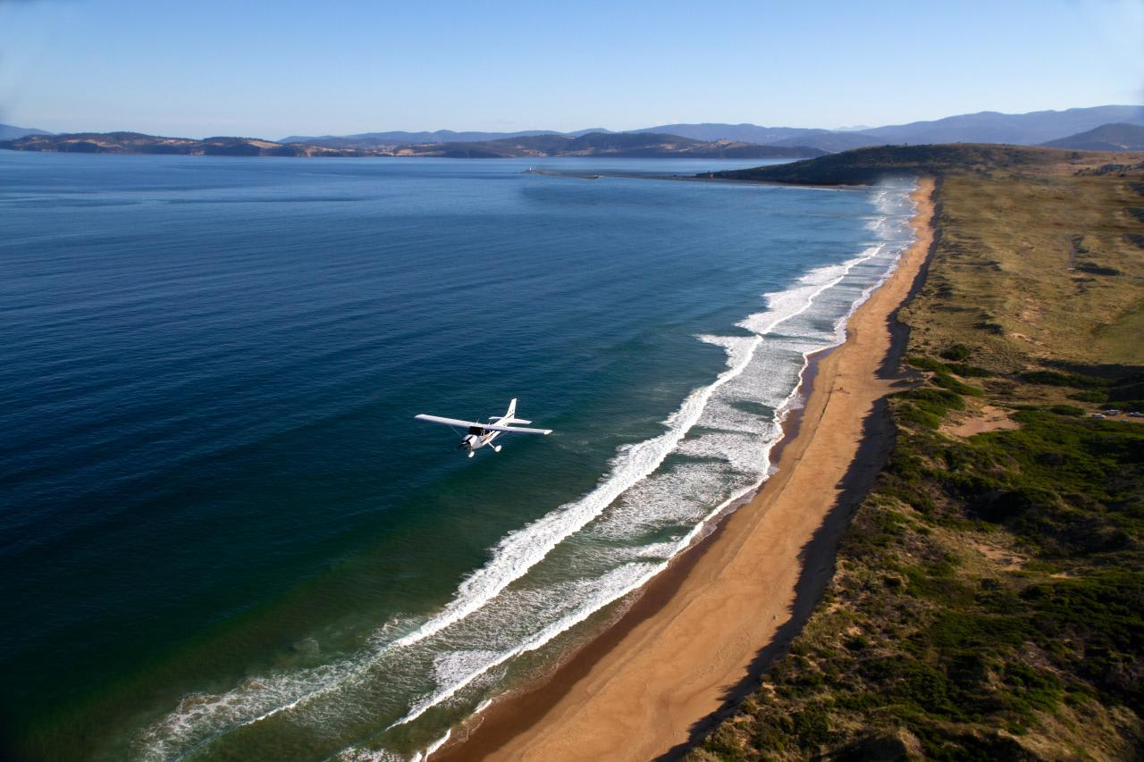 Hands-on Trial Instructional Flight, 30 minutes - Hobart