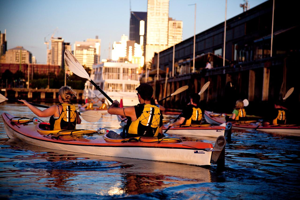 Moonlit Kayak Tour & Dinner - Melbourne