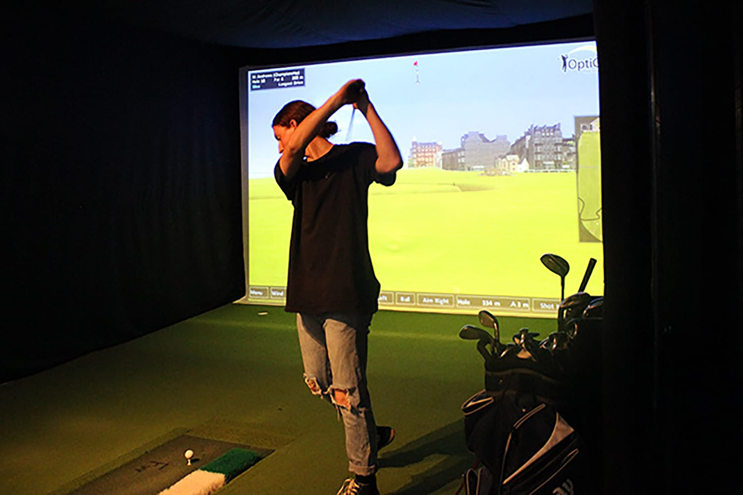 Indoor Virtual Golf with Pizza and Soft Drink For 4 - Newcastle