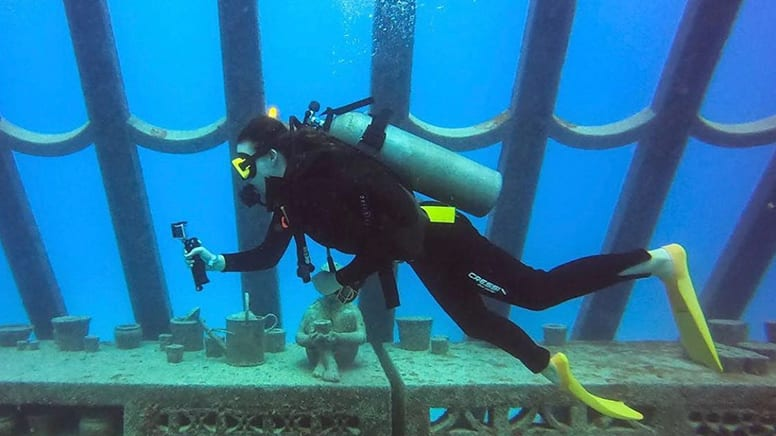 Museum of Underwater ArtCertified Diver Tour- Townsville to Great Barrier Reef