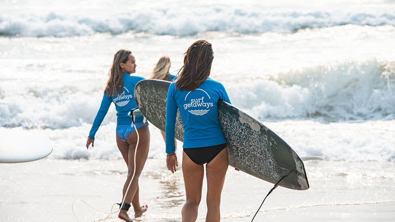 Women's Beginner Surf Course, 4 Lessons in 4 Weeks - Byron Bay