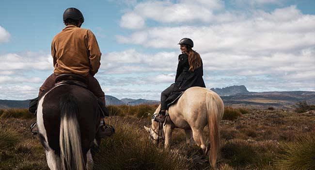 Horse trail ride around Cradle Mountain