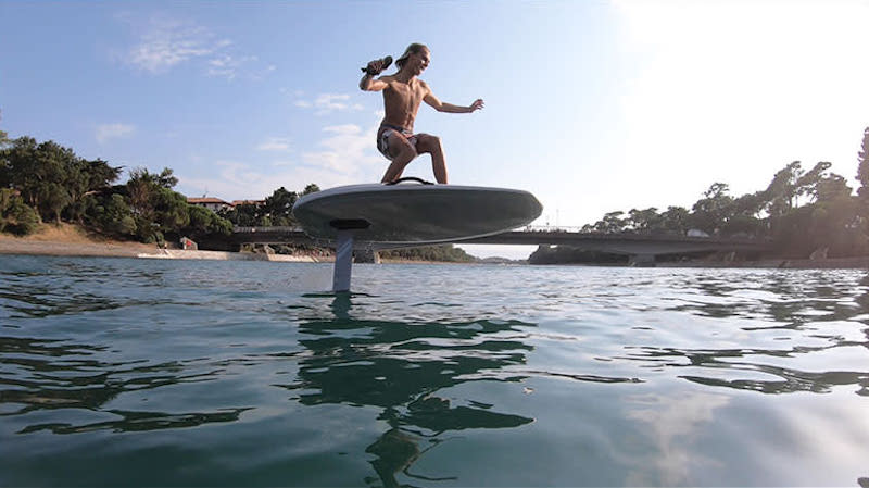 Electric Hydrofoil Surfing Lesson, 90 Minutes - Perth - For up to 4