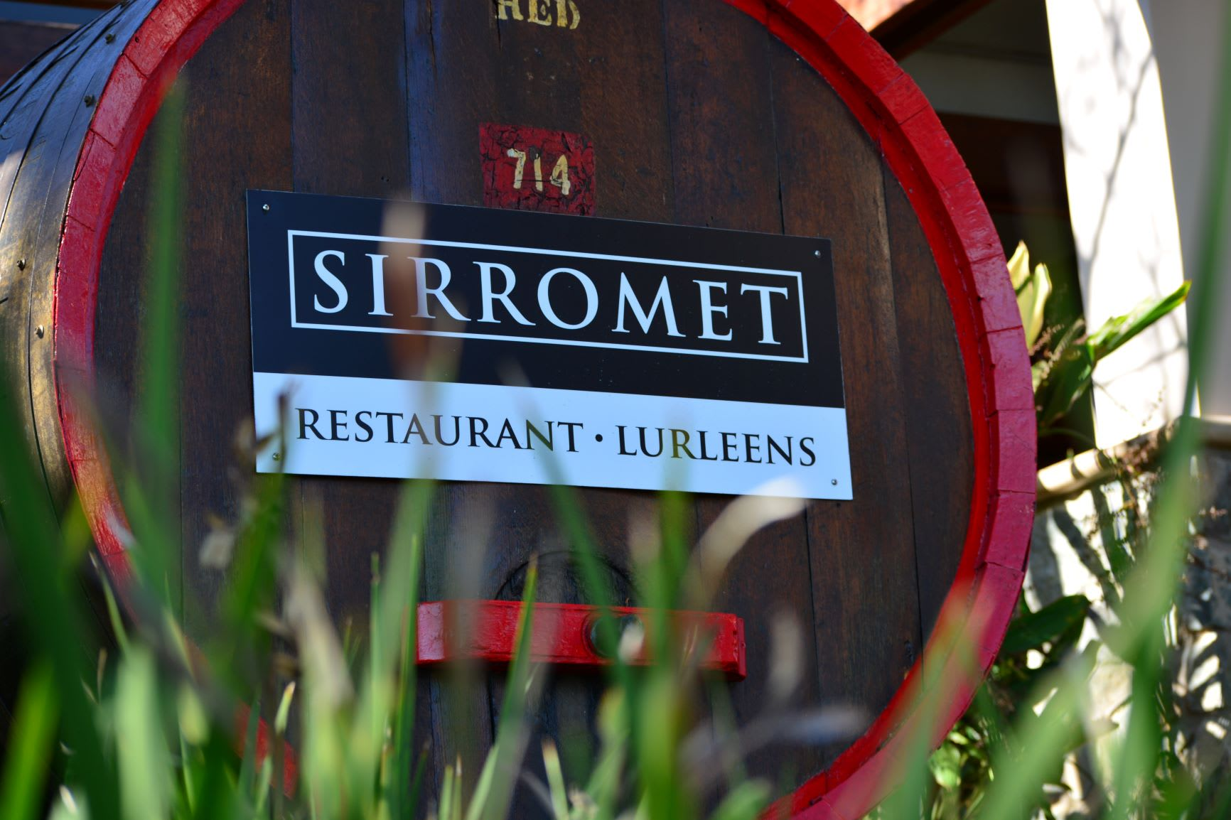 Sirromet Winery Tour, Premium Tasting & 3 Course Lunch at Restaurant Lurleen's - Brisbane - EOFY Special!