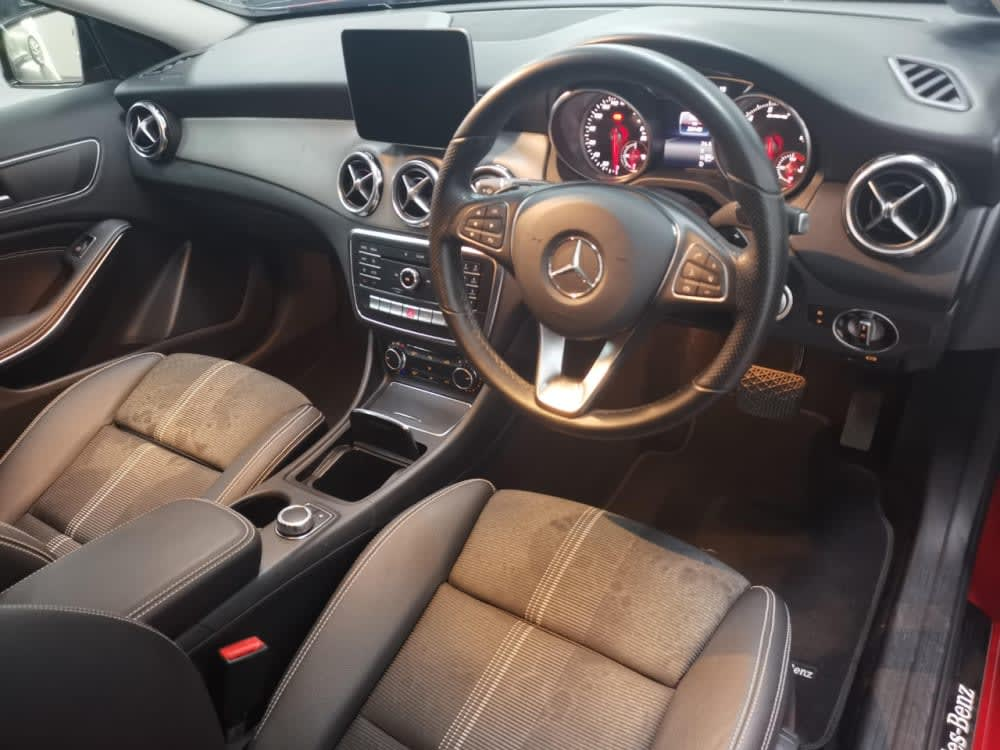 Mercedes Benz GLA180 URBAN EDITION