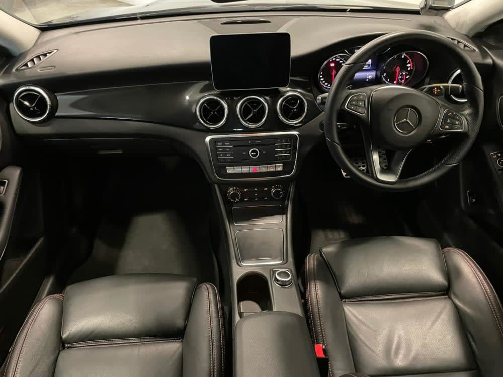 Mercedes Benz CLA180 AMG LINE