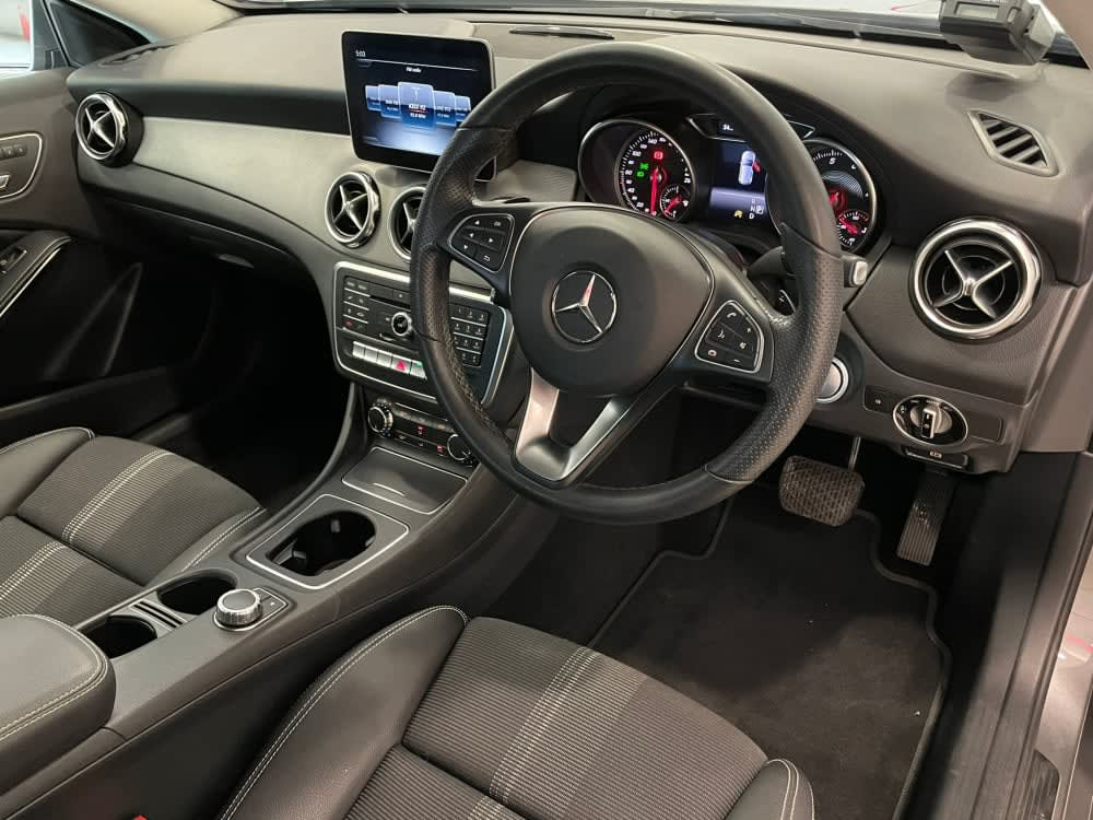 Mercedes Benz GLA180 URBAN (R18 LED)