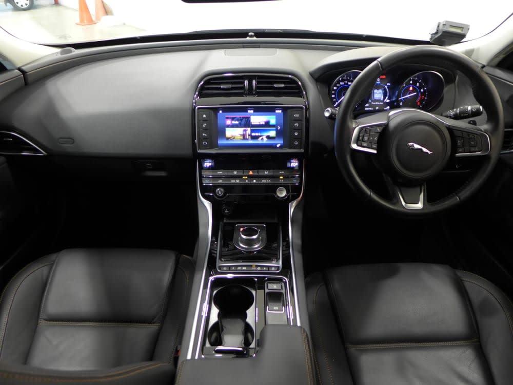 Jaguar XE 2.0 I4