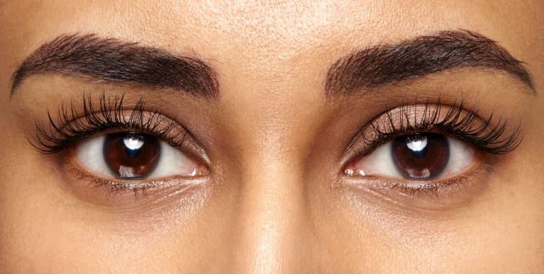 What It's Really Like To Get Eyelash Extensions For The First Time