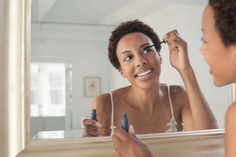 The Best Way To Apply And Remove Makeup According To Dermatologists