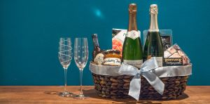 Champagne Gift Baskets:15 Sparkling Wine Baskets to Give Wine Lovers