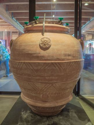 Clay amphora for winemaking