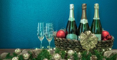 Champagne Gift Baskets:12 Sparkling Wine Baskets to Give Wine Lovers