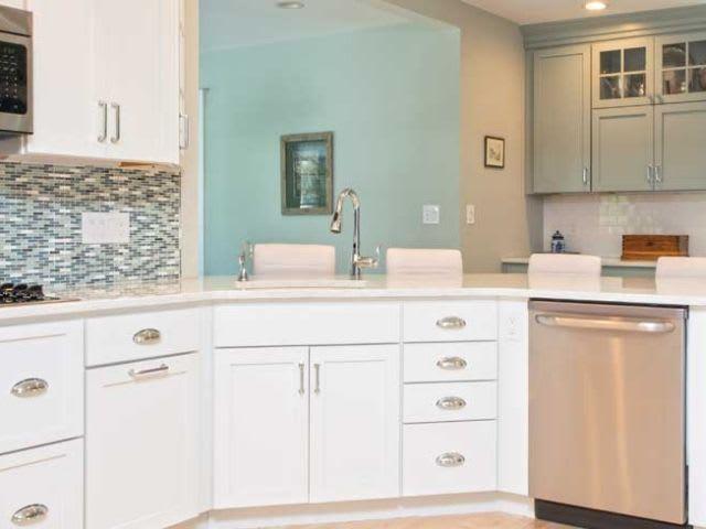 StarMark Kitchen Cabinets in Modern Home