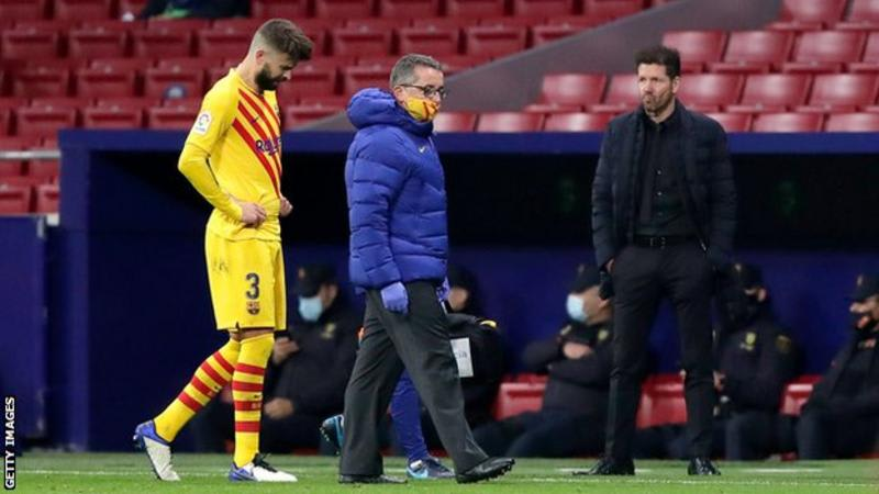 Barcelona's Pique Out For 3-5 Months With Knee Injury In Atletico Defeat