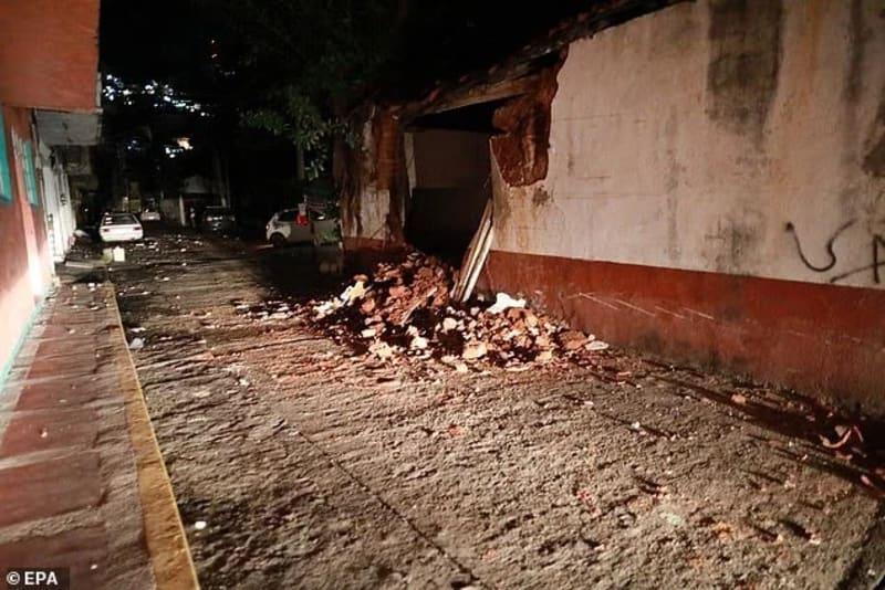 Magnitude 7.1 Earthquake Hits Mexico (Videos)