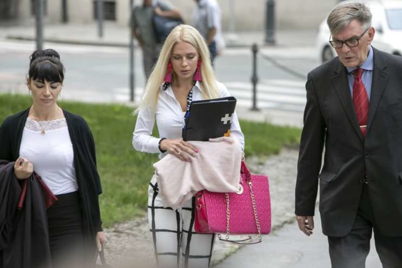 Slovenian Woman Who Deliberately Cut Off Her Hand In Insurance Scam Jailed