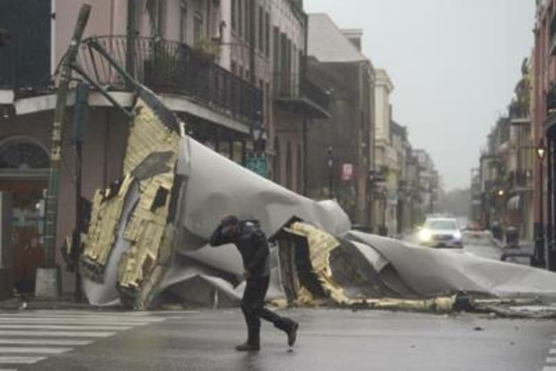 Hurricane Ida Throws New Orleans In Darkness, One Dies (Videos)