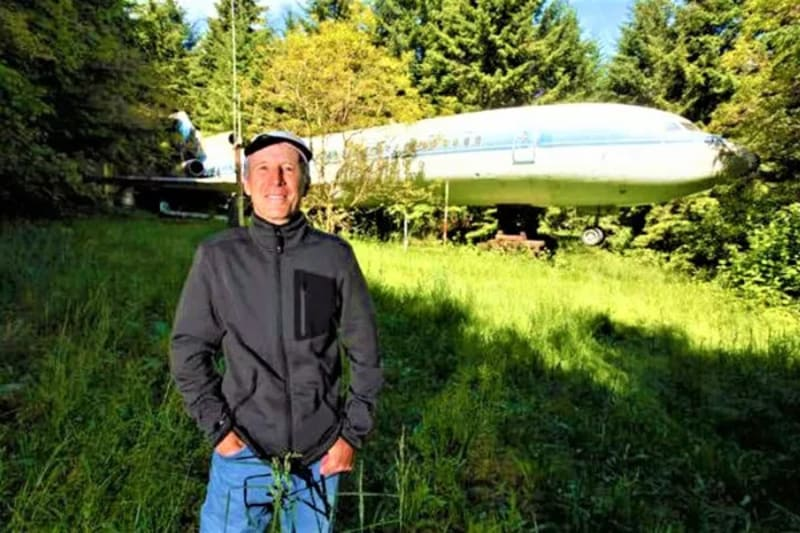 man converts an abandoned boeing 727 airplane into a house