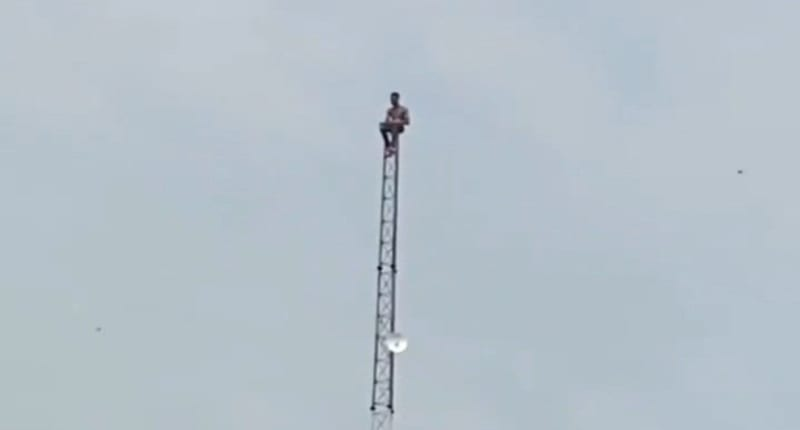 Troubled Man Spotted On A Telecommunication Mast In Lagos