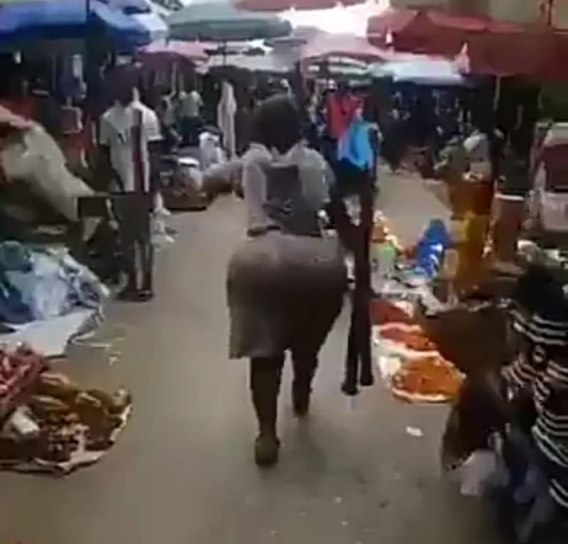Curvy Broom Seller Advertises Her Brooms In Style, Causes Stir At The Market