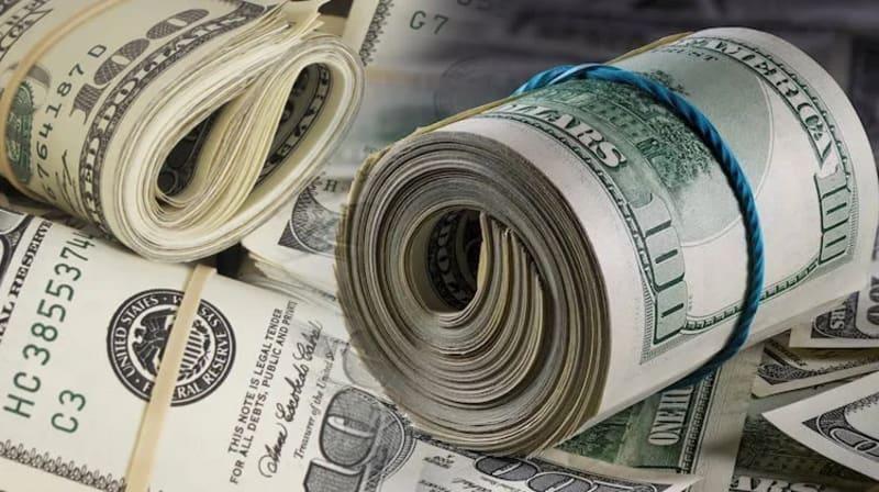 Naira Devaluation: BDCs Get Dollars At ₦393, Sell For ₦494