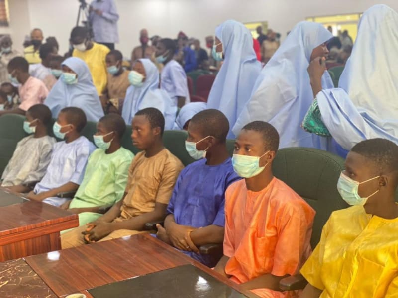 Niger State Governor Receives Freed Kagara Schoolboys And Their Teachers