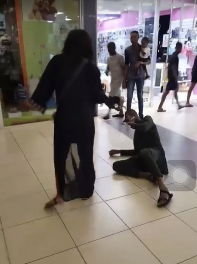 Man Proposes To His Girlfriend In Public And Gets The Biggest Embarrassment