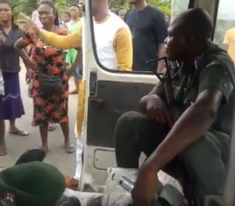 Policeman Beats & Injures A Driver In Abraka, Delta State (Graphic Photos)