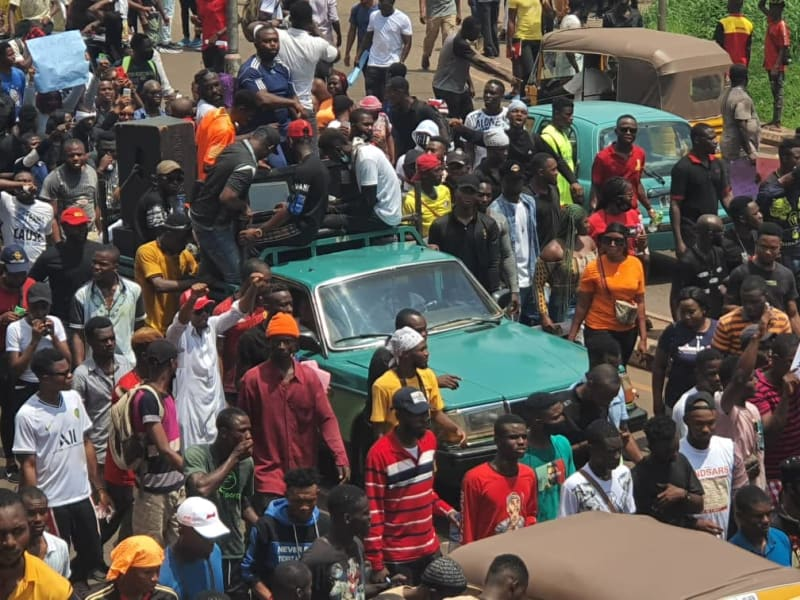 Thousands Of Enugu Youths Continue #EndSARS Protests