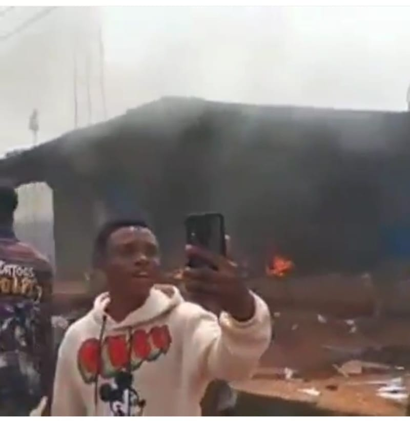The Moment Hoodlums Burnt A Police Station  In Edo State (Video)